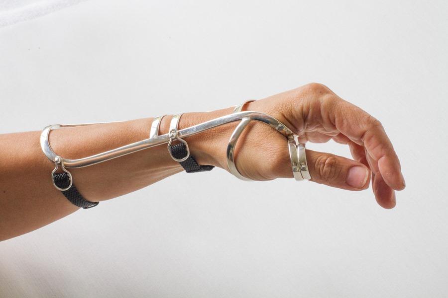 Håndleds- og tommelskinne i sølv